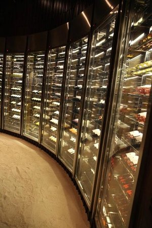 Dusit Thani Maldives: Sea Grill Wine Cabinet