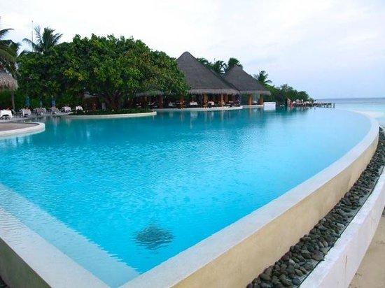 Dusit Thani Maldives: Infinite Pool