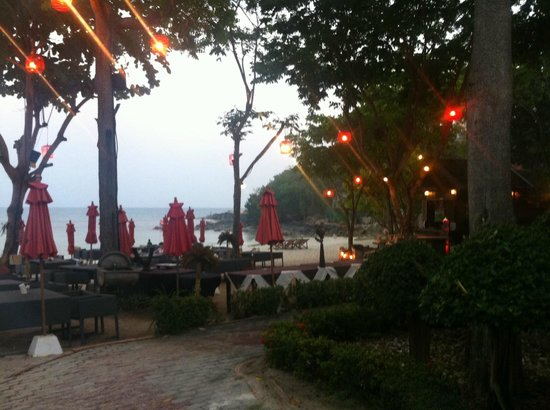 Ao Cho Grandview Hideaway Resort : ресторан отеля на пляже