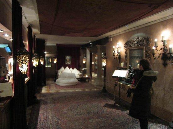 Metropole Hotel : lobby