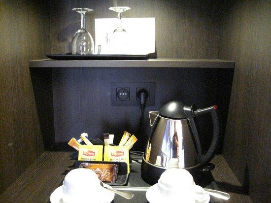 Flanders Hotel : Tea & coffee making facilities