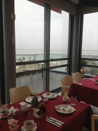 Hotel Gilgal: Vue depuis les tables intérieures du petit-déjeuner