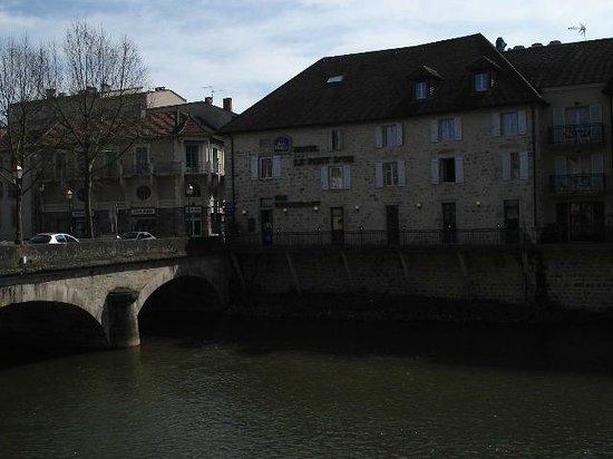 Best Western Hotel Le Pont D'Or : l'hôtel domine la rivière le Célé