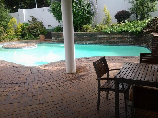 One Toman Guest House: Swimming Pool
