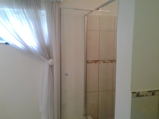 One Toman Guest House: Bath Room