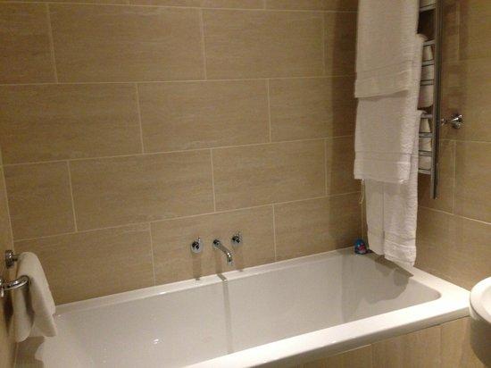 Apex London Wall Hotel: Lovely big bath