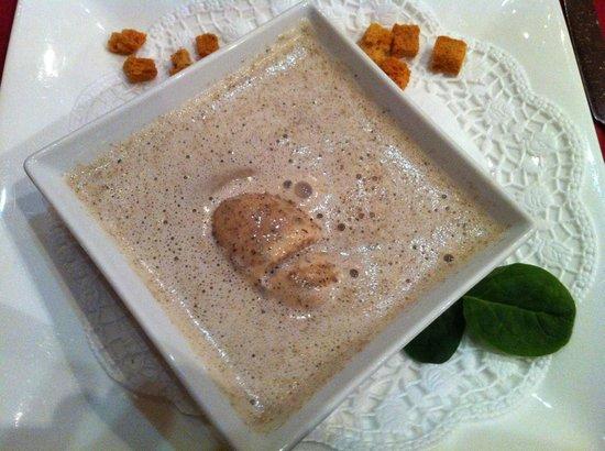 Restaurant La Fontaine - U Pierre'a : Creamy Soup of Porcini and Chanterelle Mushrooms