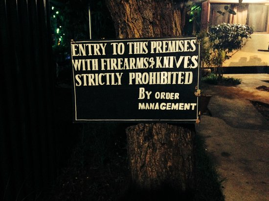 George & Dragon: Sign at entrance to beer garden