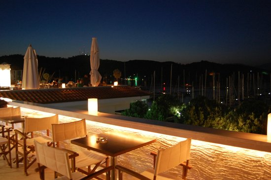 Yacht Roof Restaurant : roof restaurant