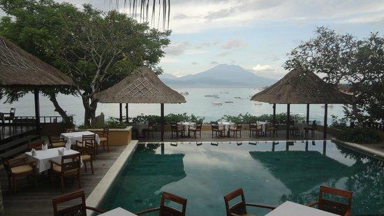 Batu Karang Lembongan Resort & Day Spa: Bar/Restaurant
