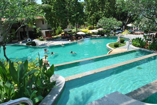 Andaman Cannacia Resort: vu de la piscine du bar