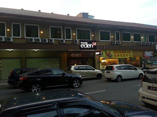 Hotel Eden54: Hotel entrance