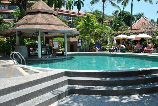 Andaman Cannacia Resort : bar piscine