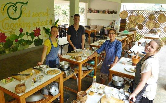 Thai Secret Cooking School : Cooking :)