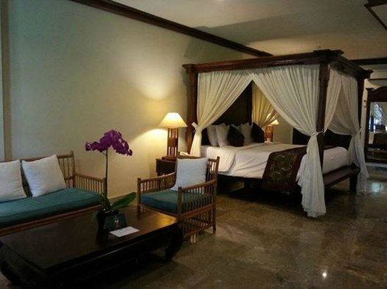 Griya Santrian: our room beach wing