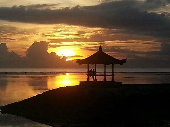 Griya Santrian : sun rise from the beach infront of the hotel