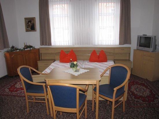 Hotel und Restaurant Schwarzer Adler: Hotel