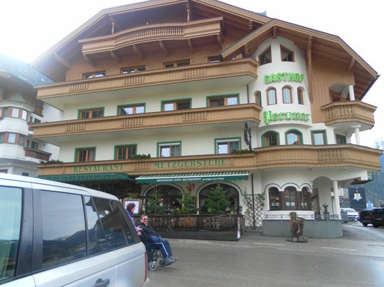 Hotel Perauer: Hotel outside