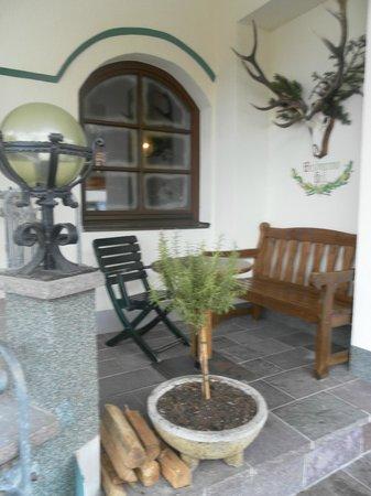 Hotel Perauer: sweet hotel's decor outside