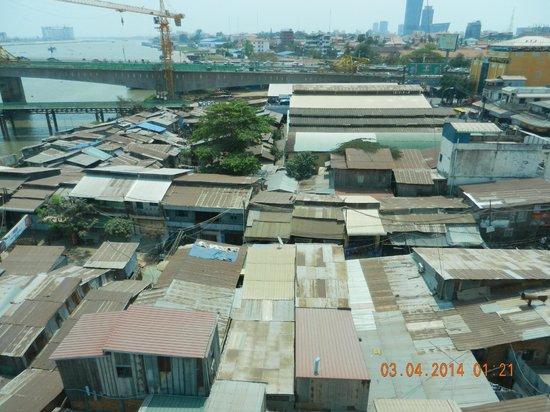 River Palace Hotel: Noisey neighbors