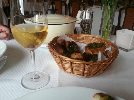 Romantik Hotel Fuchsbau: Knobibrot zur Bouillabaisse Timmendorfer Art