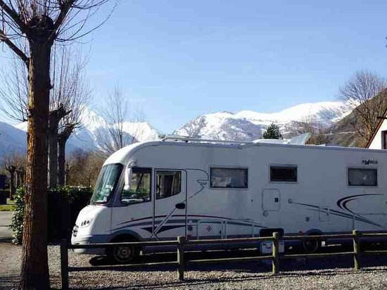 Camping Caravaning le Rioumajou: Large Hedged Plots