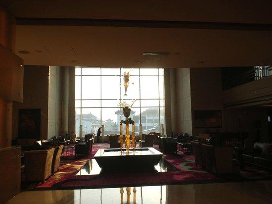 Renaissance Shanghai Yu Garden Hotel: 4階ロビー中心のオブジェ