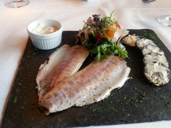 Romantik Hotel Fuchsbau: Geräuchertes Forellenfilet auf Schieferplatte