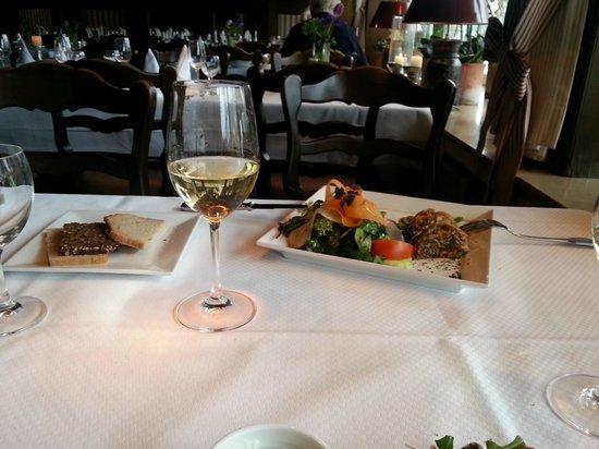 Romantik Hotel Fuchsbau: ... und ein Glas Wein dazu darf nicht fehlen