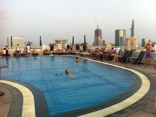 Sofitel Saigon Plaza: Rooftop pool, nice way to end the day