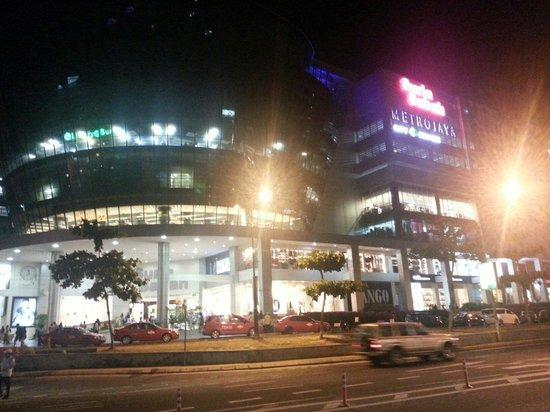 Suria Sabah : Night view of Suria