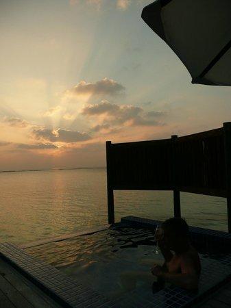 Conrad Maldives Rangali Island : sunset @ villa