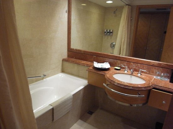 Four Points By Sheraton Taipei, Zhonghe: Bathroom