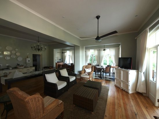 Coral Tree Colony B&B: The Lounge Area
