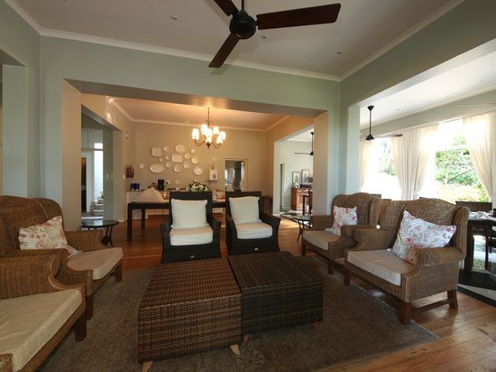 Coral Tree Colony B&B: Lounge/TV Room