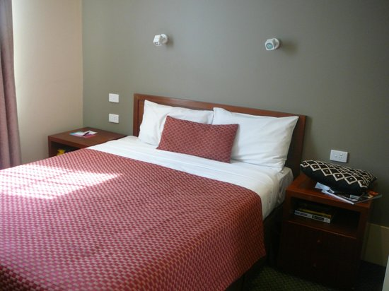 Ibis Styles Melbourne, The Victoria Hotel: Heritage Queen room level 6