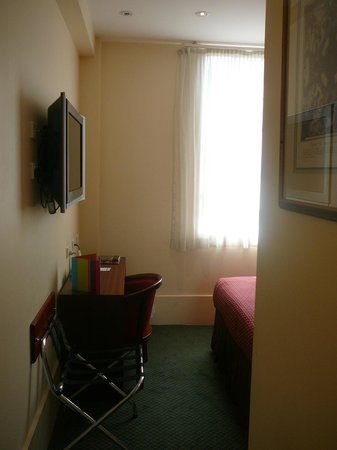 Ibis Styles Melbourne, The Victoria Hotel: Heritage Queen room level 6