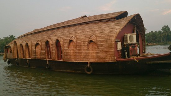 Lakes & Lagoons Tour Company : Beautiful houseboat