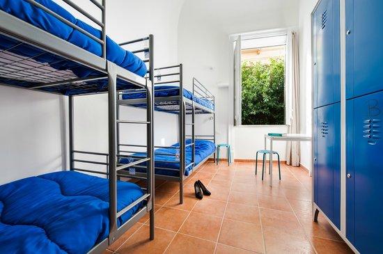 A Casa di Amici Hostel and Guest House: Female dorm