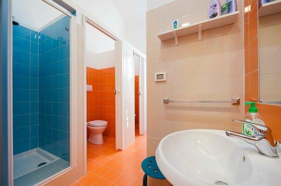 A Casa di Amici Hostel and Guest House: Hostel toilette