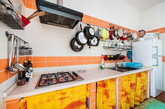 A Casa di Amici Boutique Hostel: Kitchen