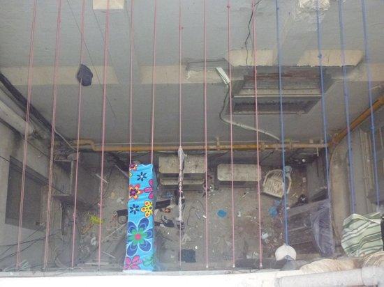 Lolo Urban House: Inside Hostel