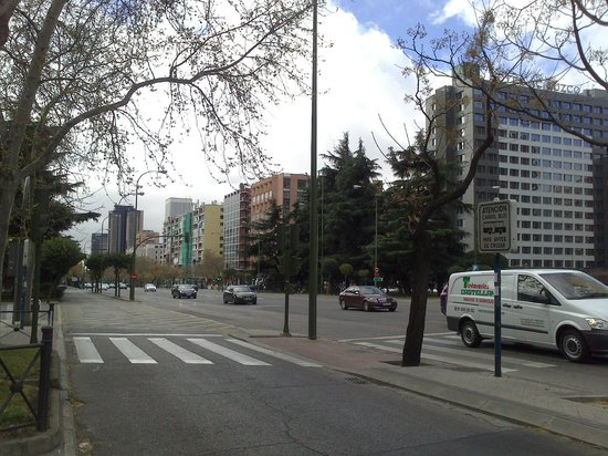 Parada De Autobuses Picture Of Plaza De Cuzco Madrid