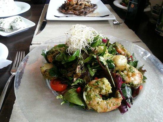 Reethus: Salatkomposition mit Scampis und Jacobsmuscheln