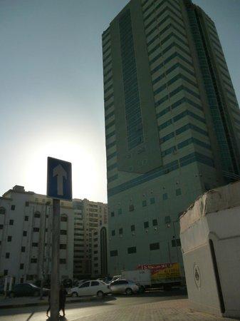 Al Bustan Tower Hotel Suites : Отель