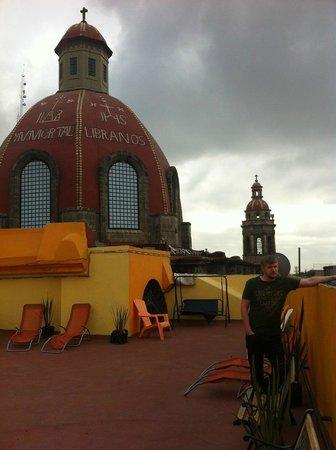 Hostel Amigo : терасса на крыше