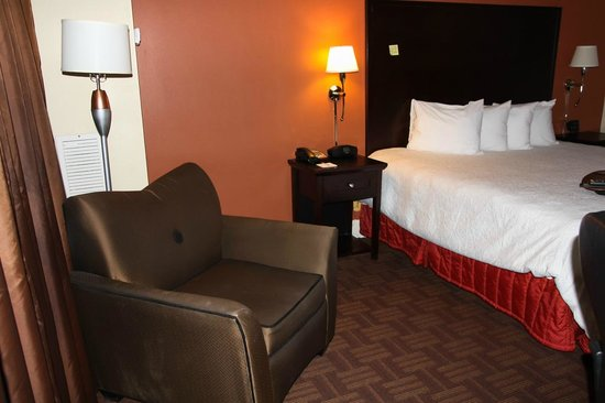 Hampton Inn & Suites Stamford: general view
