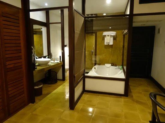 Jetwing Beach: The Bathroom