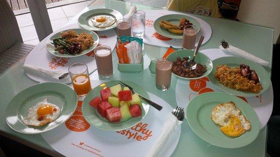 HARRIS Hotel & Residences Riverview Kuta: Pilihan Breakfast yang baik dan lezat