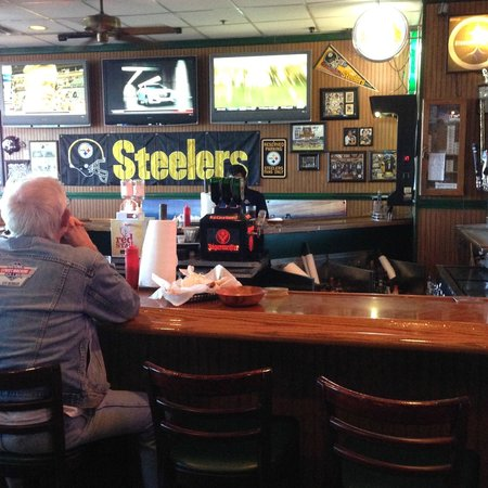 Uncle Al's Cafe: Bar